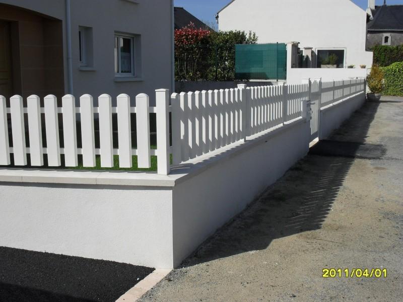 Cl tures en aluminium ou en pvc chez cl tures nantaises revendeur de clotures et portails sur for Cloture maison aluminium